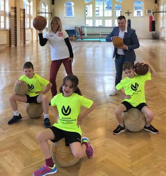 Neue Trikots für die Grundschule Waldheim